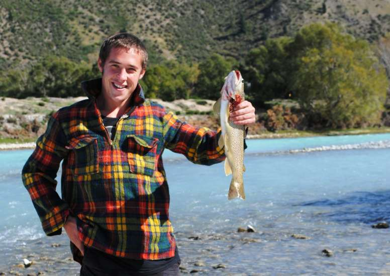 Fishing in Waitaki River 1 0
