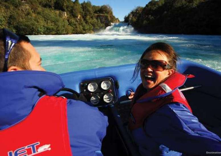 Jet boat at Waikato River photo courtesy of TNZ 0 1 0