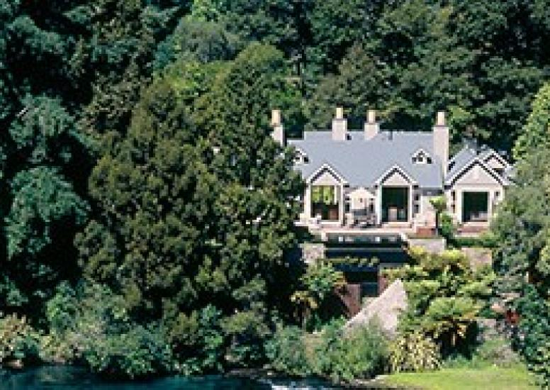 Huka Lodge Owners Cottage aerial cropped